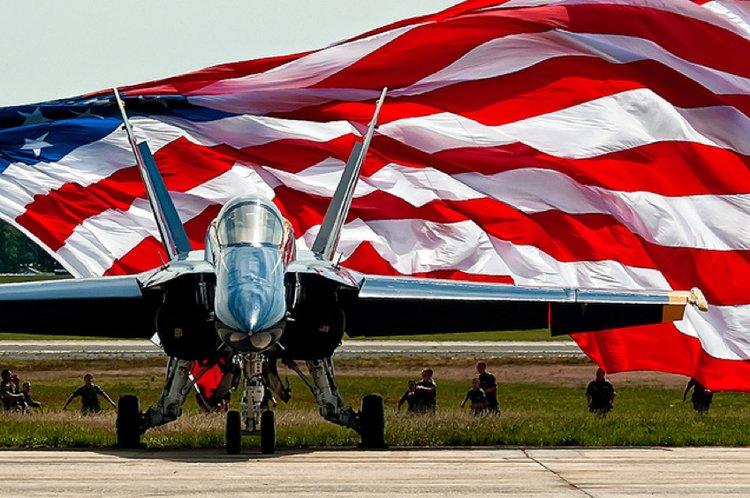 USA zászló repülővel