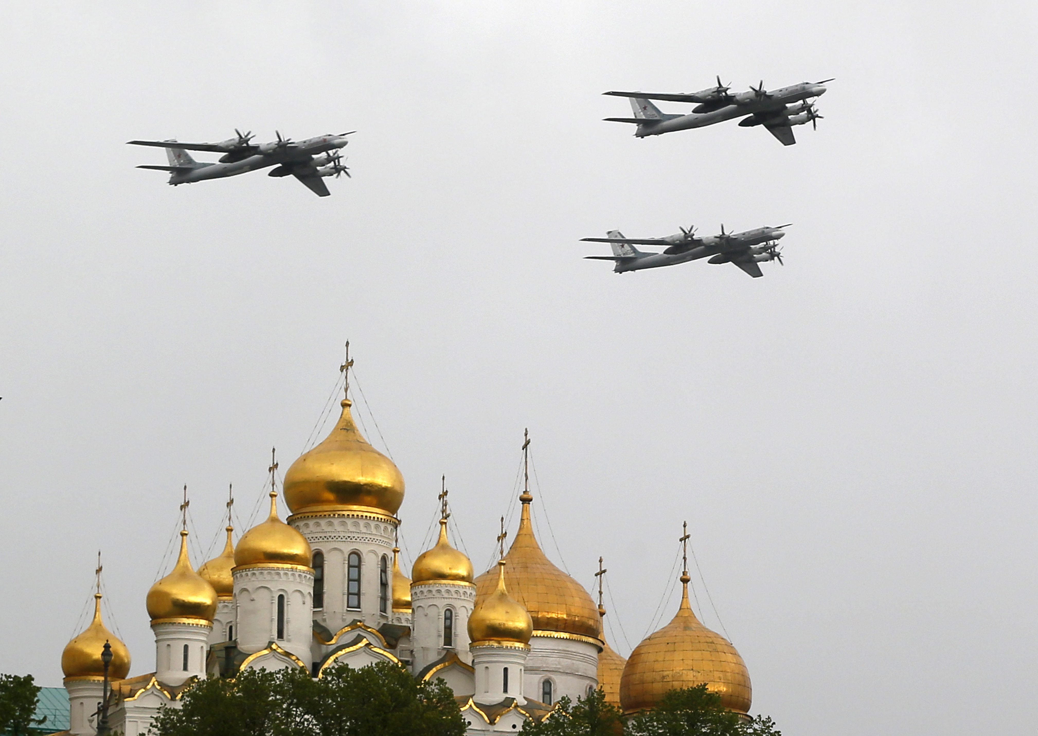 epaselect epa04194663 Russian Air Force strategic bombers, Tu-95, fly over Red Square in Moscow, Russia, 07 May 2014, during a general rehearsal for the military parade which will take place on Red Square on 09 May, to commemorate the victory of the Soviet Union's Red Army over Nazi-Germany in WWII. EPA/YURI KOCHETKOV ORG XMIT: MOS04